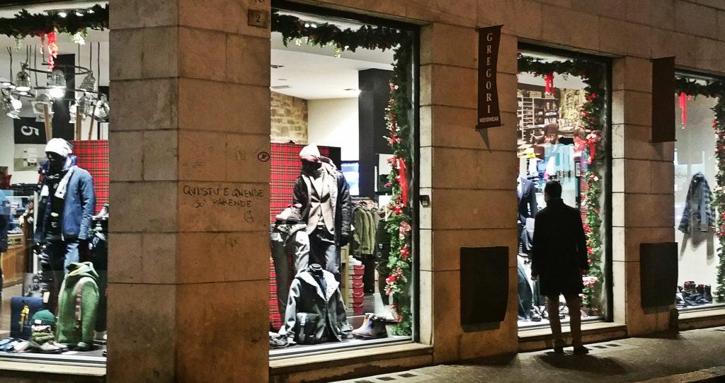 Gli allestimenti delle vetrine per Natale a Terni (Ph. Massimo Santafè)
