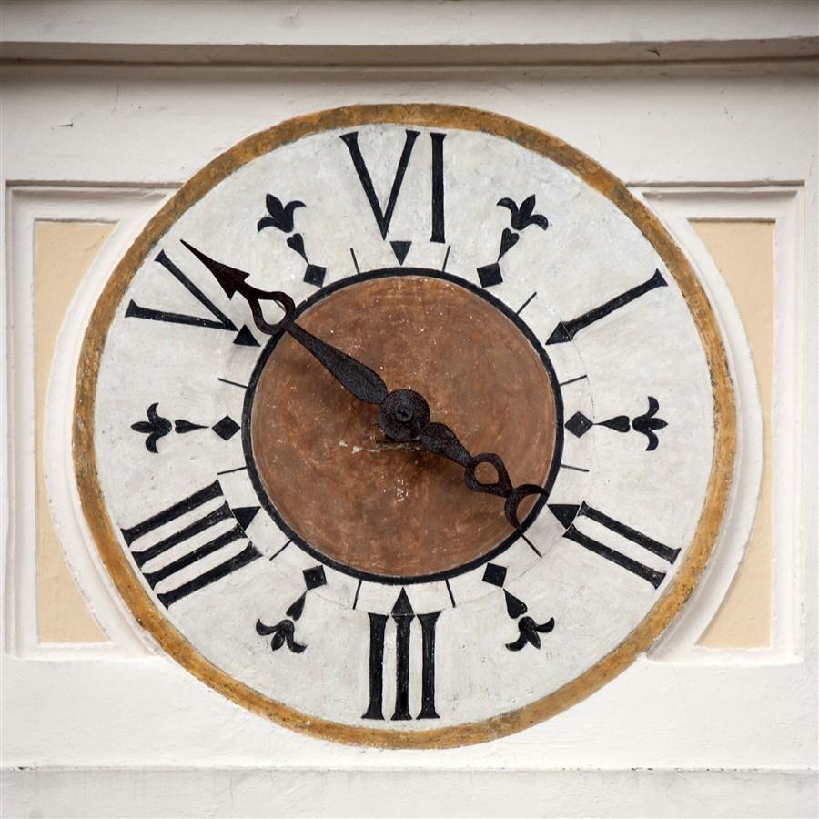 Orologio a sei ore Foto di iluoghidelsilezio.it)