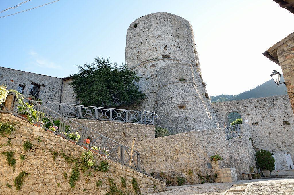 La Rocca di Polino Foto di castlesintheworld.com)