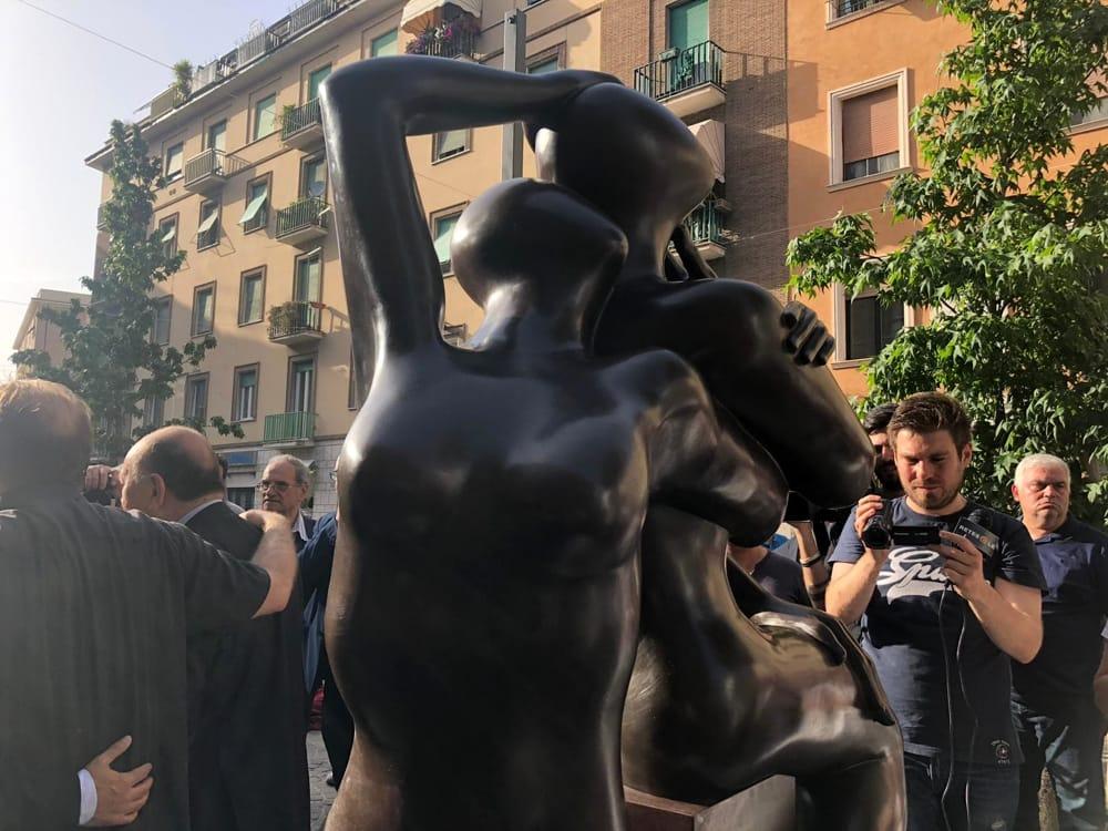 L'eterno abbraccio (Foto di ternitoday.it)